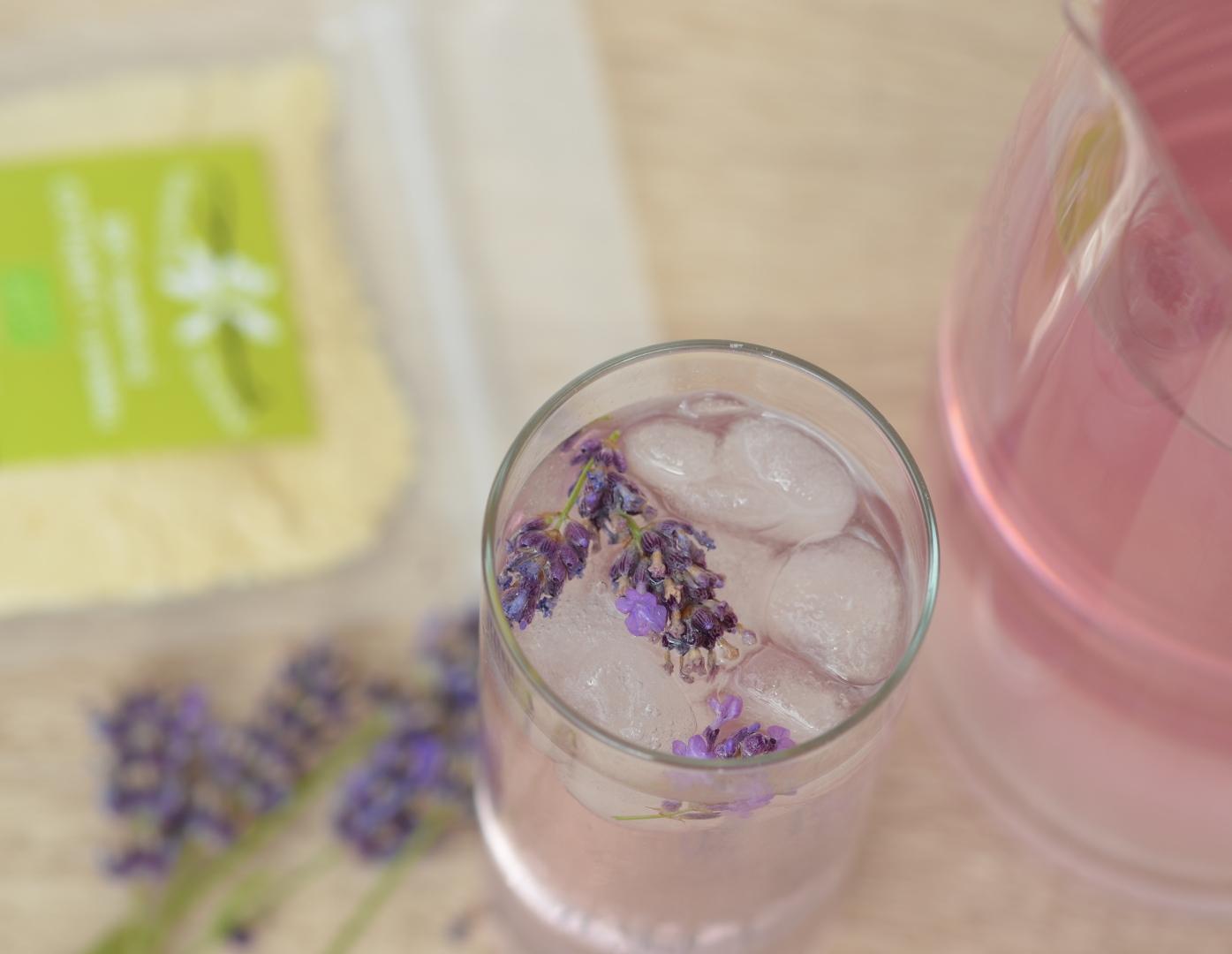 Růžový levandulový sirup