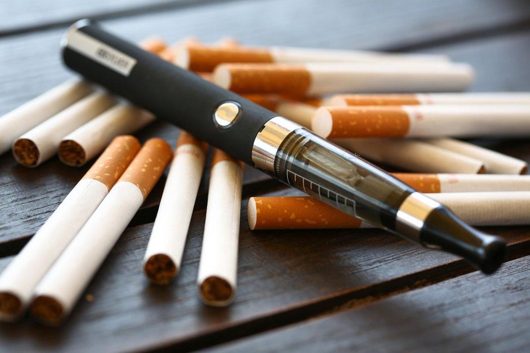 E-cigarety jsou skutečně zdravější. Co ještě zjistila první dlouhodobá studie?