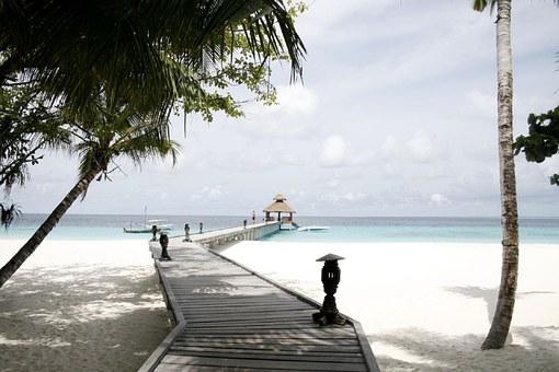 beach-resort-984717__340