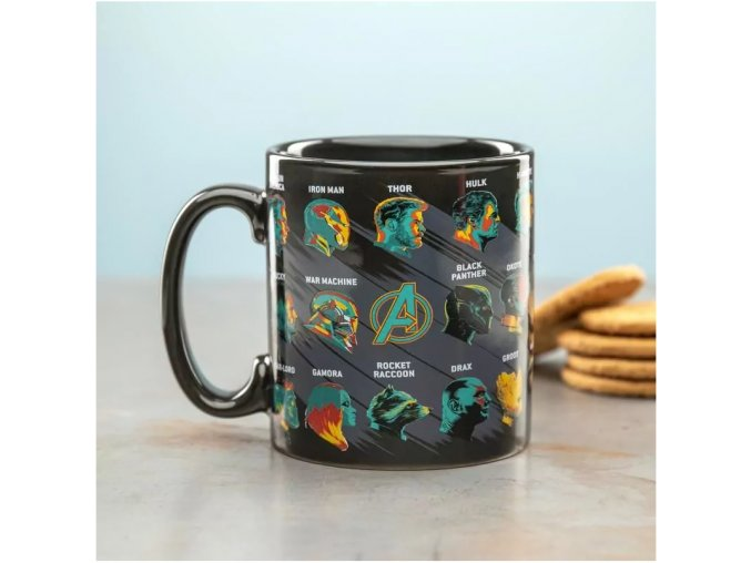 Avengers Endgame Large Glossary Mug licnecovane produkty darky pro fanoušky komis comiks hrnek kapitan amerika hulk thor iron man nebula rocket man