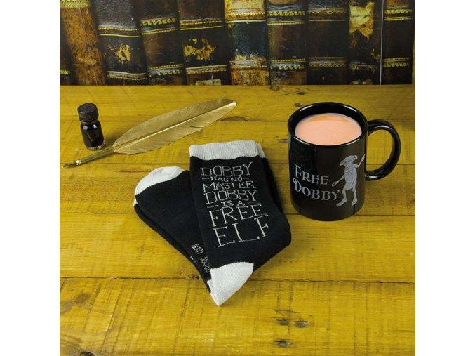PP3911HP hrnek Dobby Mug Socks Set Lifestyle Dobby mug and socks scaled ponožky harry potter