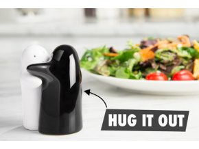 hug salt pepper shaker table