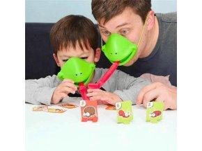 tic tac tongue hra rodinna zabavna pro deti od 4 let chameleon zaba jestrerky frkacka chytani hmyzu