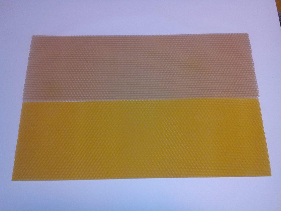Různá barva vosku?