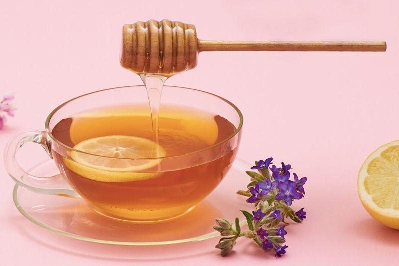 Mýtus: Med v horkém čaji ztrácí na kvalitě. Není tomu tak!