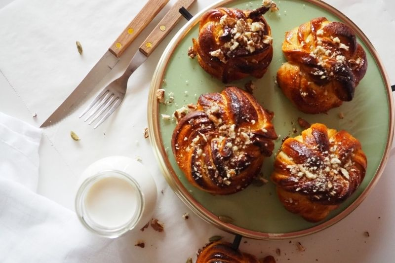 Motance s kardamomem, javorovým sirupem a ořechy