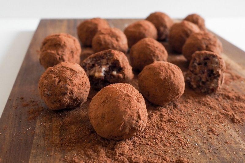 Medové kuličky se sušeným ovocem a ořechy