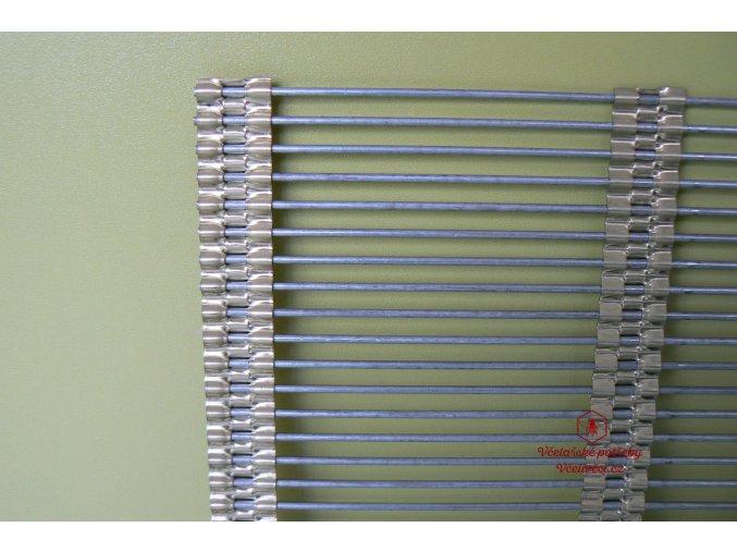 Mateří mřížka kovová 435x465