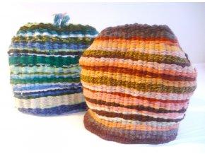 Čepice na konvici tkaná