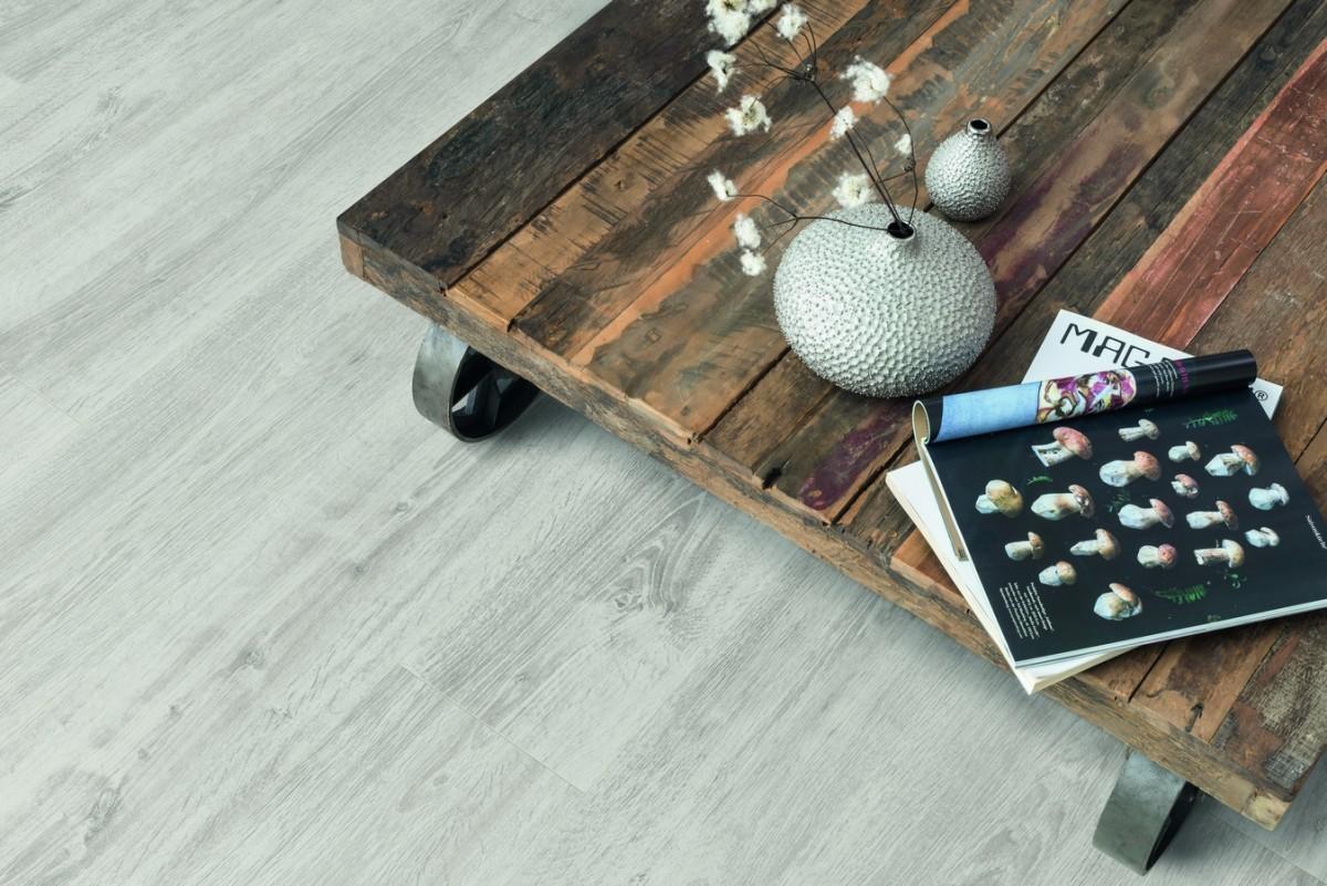02pi_ap_ph_flo_livingroom_detail_table_large_wv4_epl123_f1