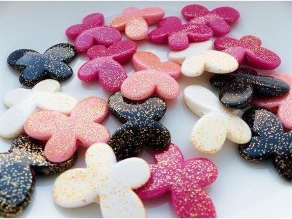 korálky se třpytkami motýlci (bílá, růžová, sv. růžová černá) plast č. 6