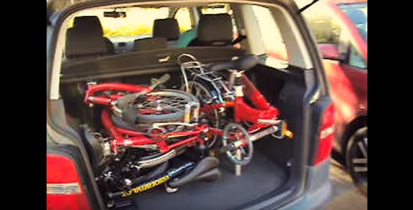 Jak se vejdou 4 skládačky do kufru VW Touran?