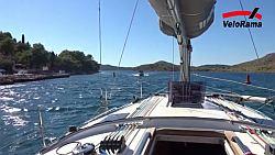 Se skládacím kolem na plachetnici na IT regatě v Chorvatsku