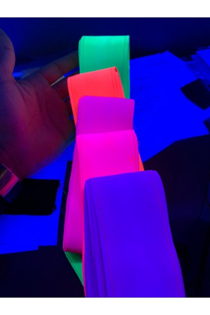 neonové stuhy venturelli 11 2020
