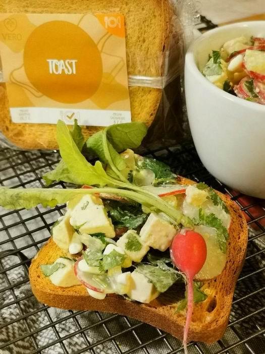 Ředkvičkový salát se Šmakounem a proteinovým VERO toastem