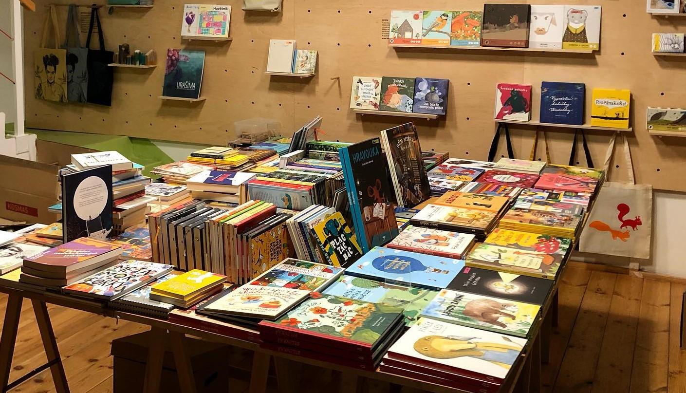 Otvíráme kamenné knihkupectví 2 veverky