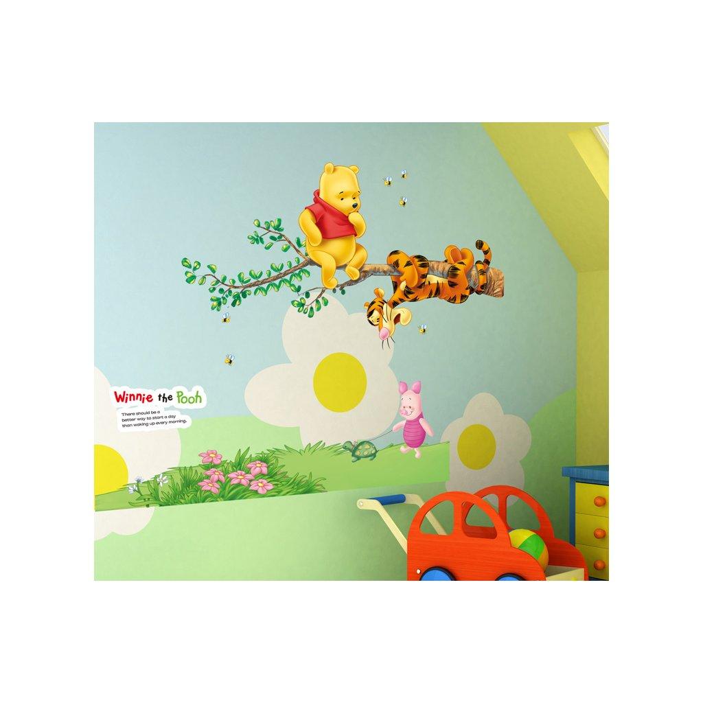 Samolepka na stenu Medvedík Pu s kamarátmi na strome