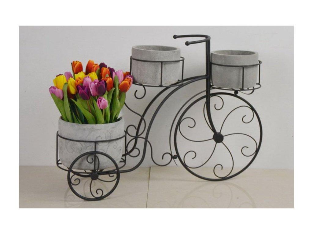 Stojan na květiny, kovový s betonovými obaly na květiny