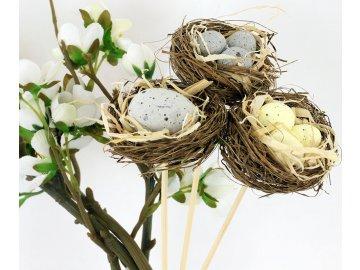 Hnízdo z proutí | plastová vajíčka | zápich