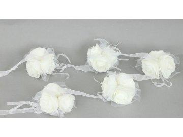 Girlanda z 5svazků růžiček po 3 květech  na stuze , barva bílá , umělá dekorace