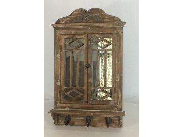 Zrcadlo v  dřevěném rámu, tvar okna