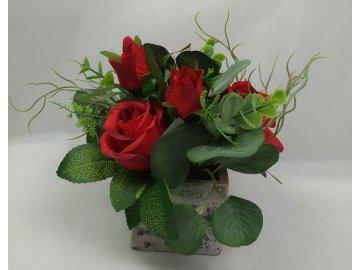 Růže , umělá květina v betonovém květináči, barva červená