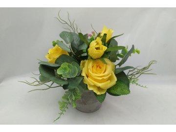 Růže , umělá květina v betonovém květináči, barva žlutá