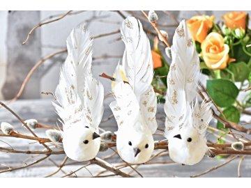 Bílý ptáček s glitry (zlatými, perleťovými), na klipu