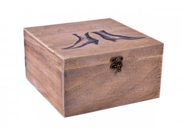 Dřevěná krabice s motivem bot