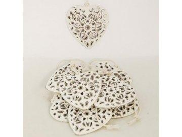 Bílá kovová vyřezávaná srdce na zavěšení sada 10 kusů