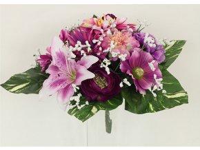 Puget umělých květin v růžových tónech
