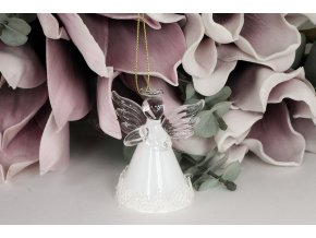 Skleněný anděl s krajkou k zavěšení