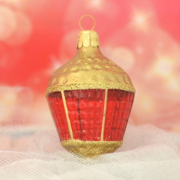 Slezská tvorba Skleněná figurka | lucerna ovál | zlatá | červené sklo Velikosti: 1 ks