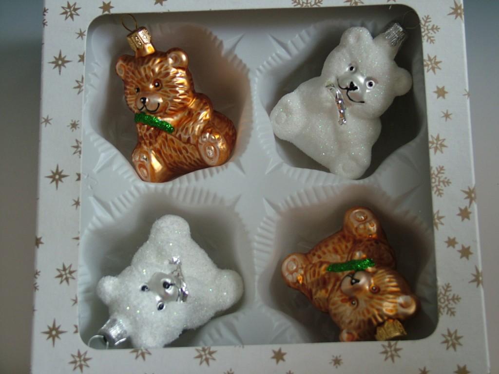 Slezská tvorba Skleněná figurka   bílý a hnědý medvídek s hůlkou