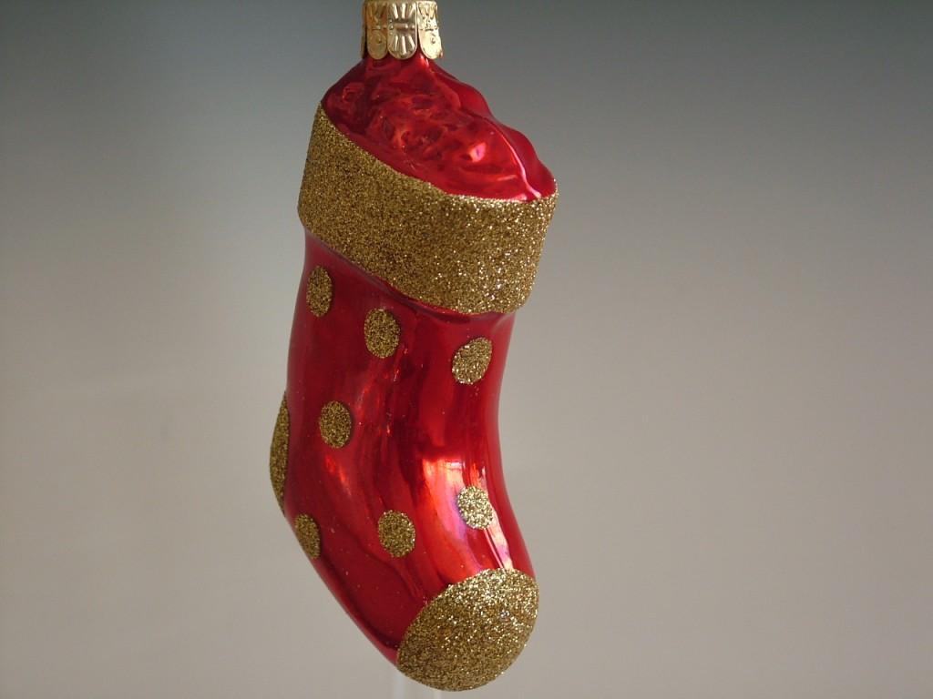 Slezská tvorba Skleněná figurka | červená ponožka | zlatý dekor Balení obsahuje: 3 kusů