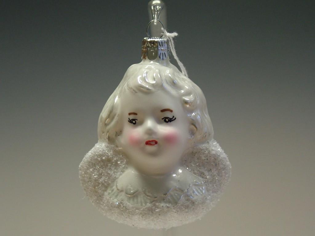 Slezská tvorba Skleněná figurka   hlava andílka   bílý porcelán Balení obsahuje: 3 kusů