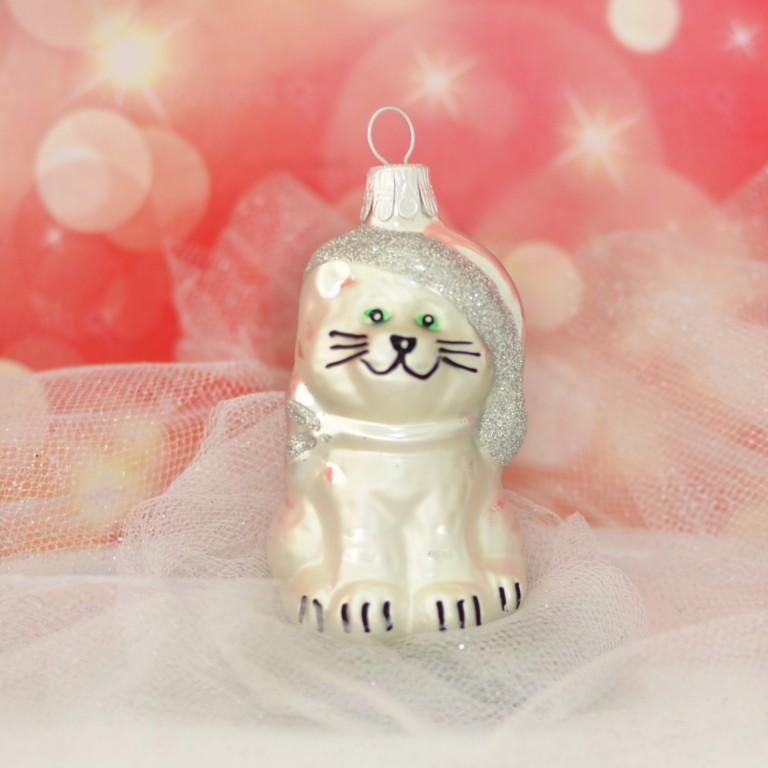 Slezská tvorba Skleněná figurka | kočka s čepicí | bílý mat Balení obsahuje: 1 kusů