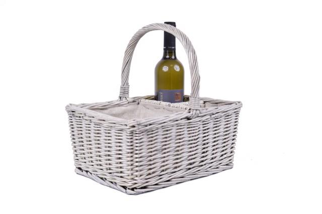 Proutěný koš s boxy na víno