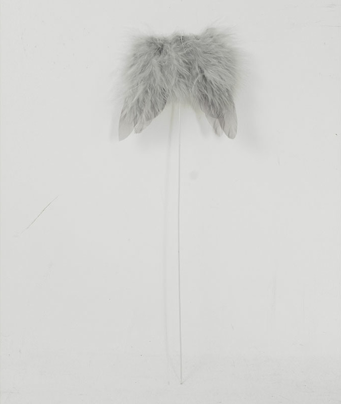 Andělská křídla z peří, -zápich, barva šedá, baleno 12 ks v polybag. Cena za 1 ks.
