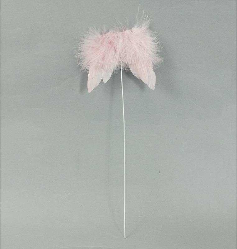 Andělská křídla z peří, -zápich, barva růžová, baleno 12 ks v polybag. Cena za 1 ks.