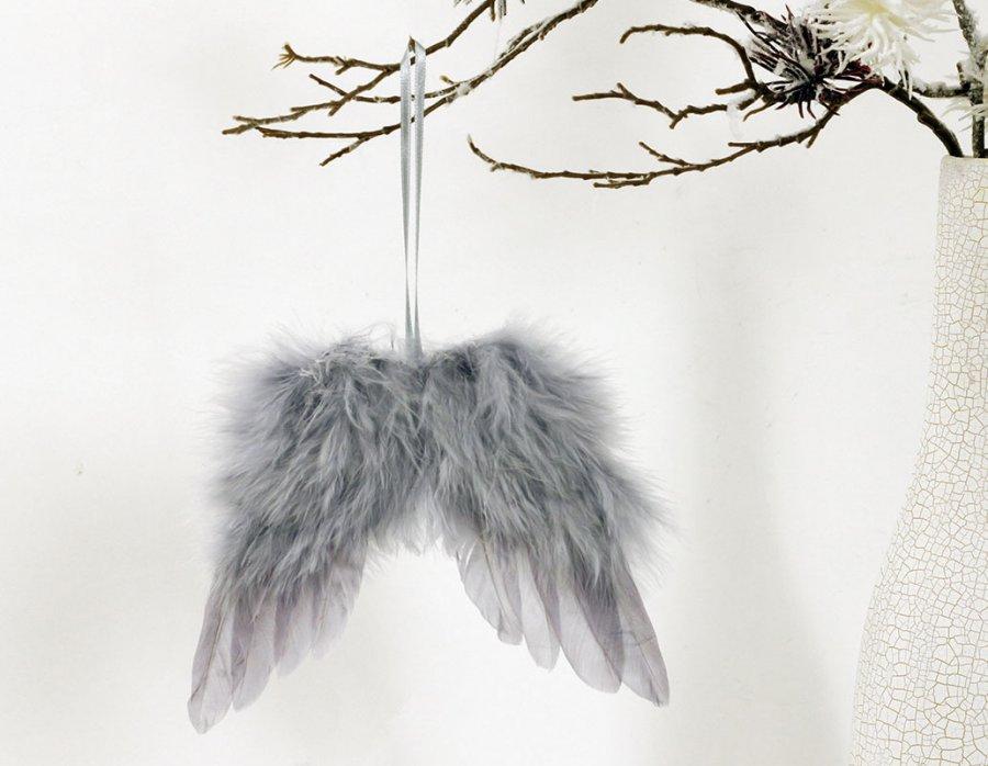 Andělská křídla z peří, barva šedá, baleno 24 ks v polybag. Cena za 1 ks.