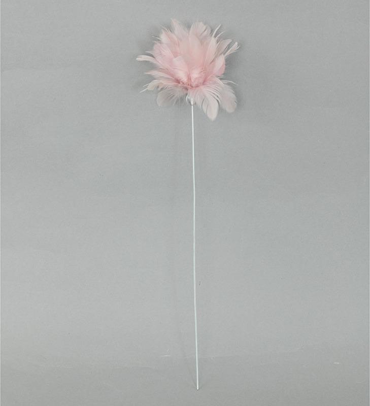Dekorace z peří - zápich,barva růžová, baleno 12 ks v polybag. Cena za 1 ks.
