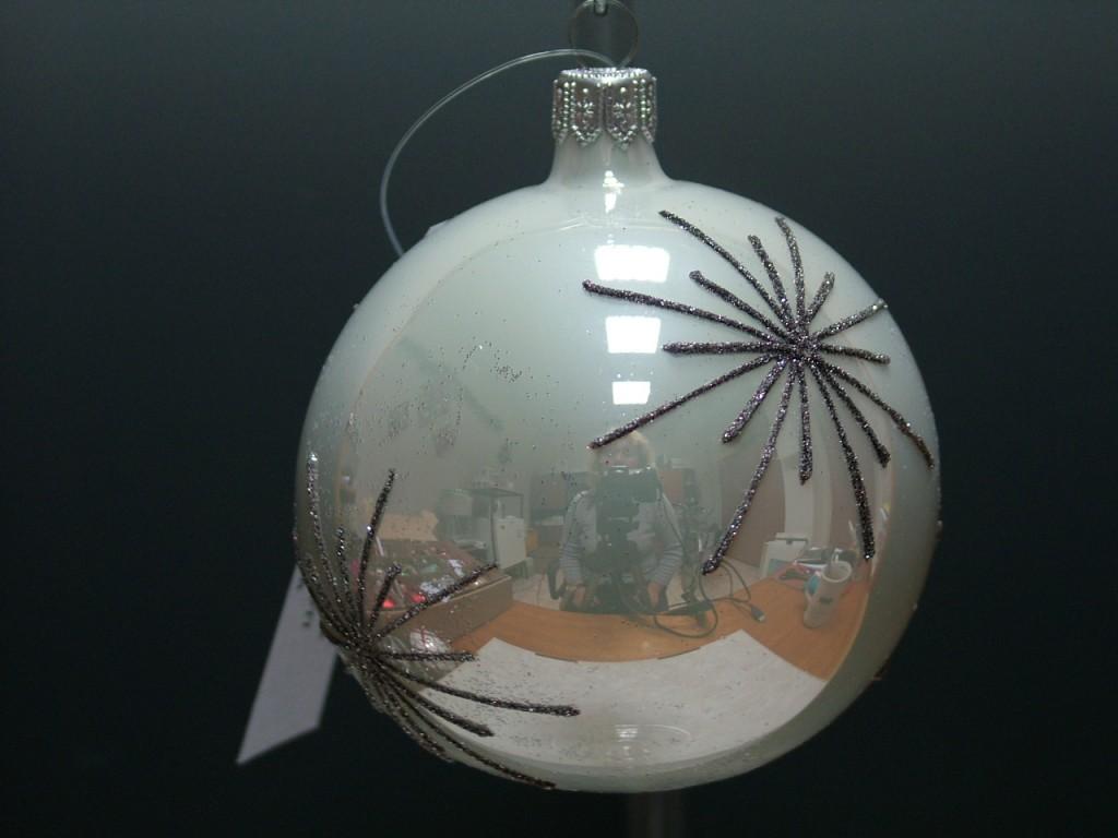 Slezská tvorba Skleněná koule | bílý porcelán | hvězdy