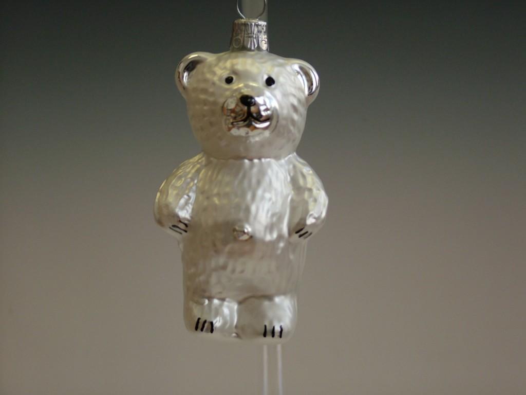 Slezská tvorba Skleněná figurka | stojící medvěd | bílý mat Balení obsahuje: 3 kusů