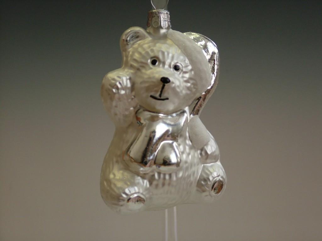 Slezská tvorba Skleněná figurka | medvěd s čepicí a šálou | bílý mat Balení obsahuje: 3 kusů