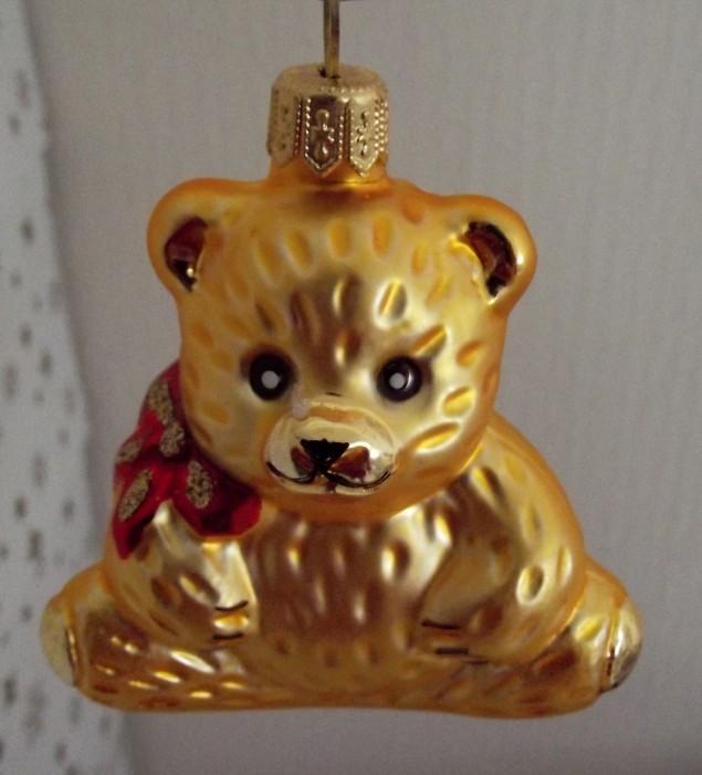 Slezská tvorba Skleněná figurka | medvěd sedící s mašlí | zlatý mat Balení obsahuje: 1 kusů