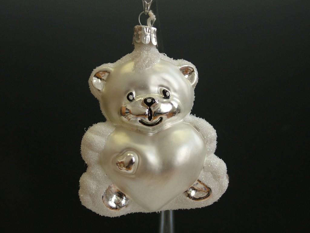 Slezská tvorba Skleněná figurka | medvěd se srdcem | bílý kožíšek