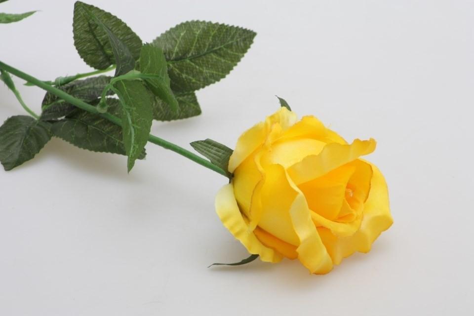 HR Růže umělá 70cm Barva: žlutá