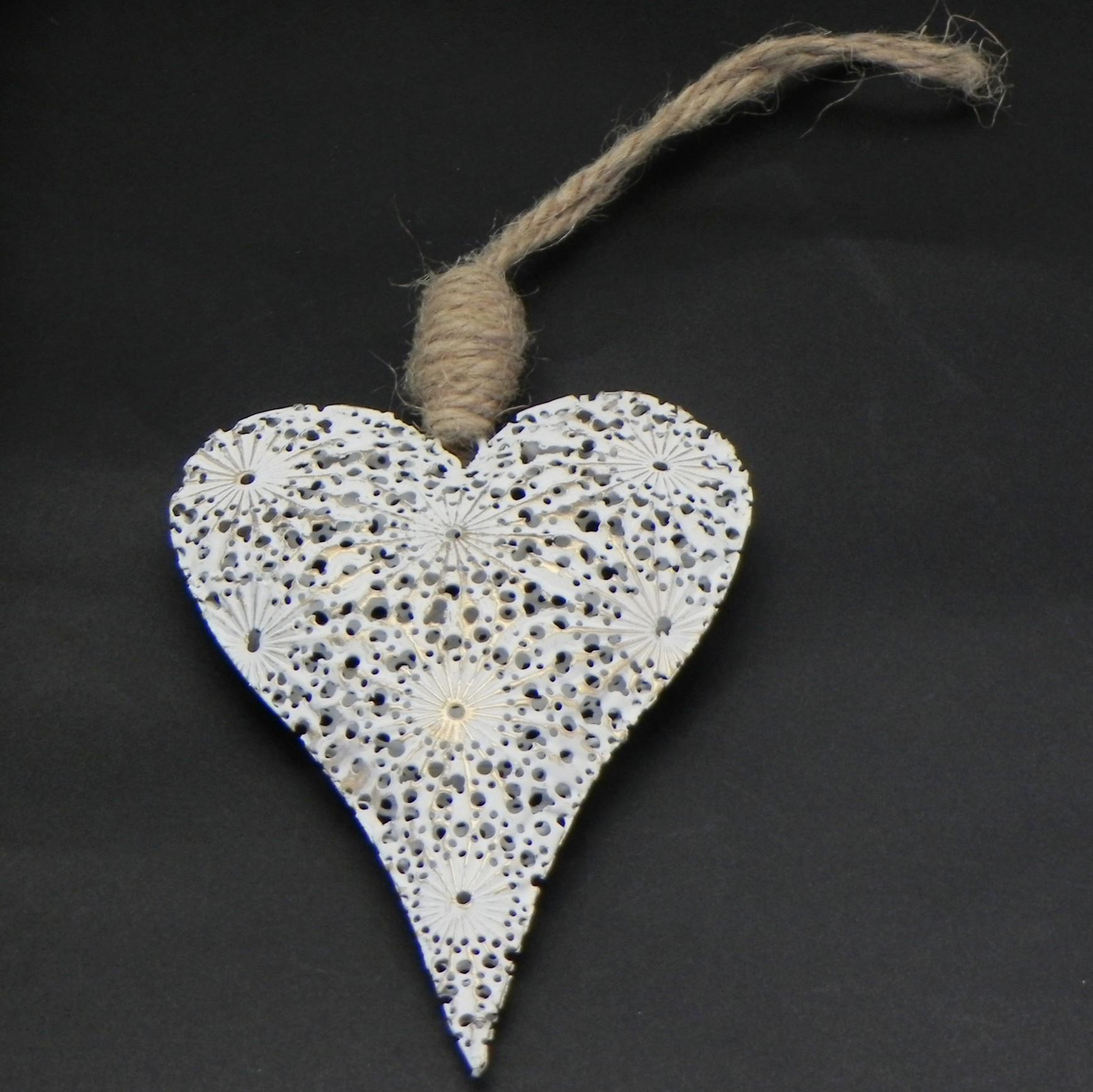 Závěsné srdce z bílého kovu
