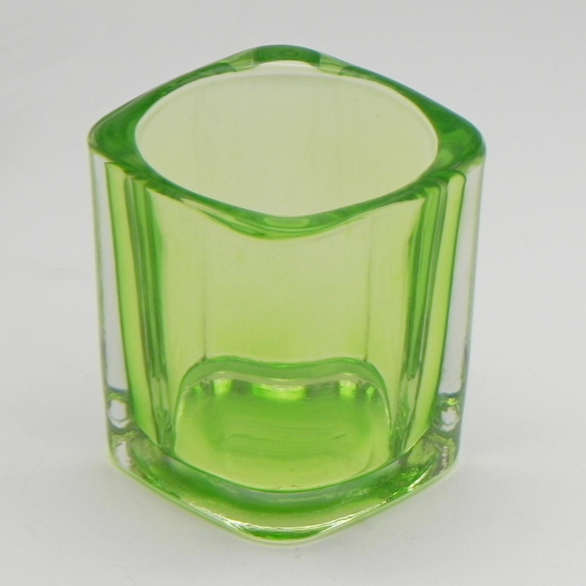 Svícen obdelník sklo 7x5cm Barva: zelená